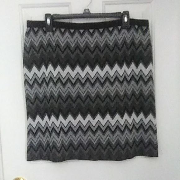 Worthington Dresses & Skirts - Worthington Knit Chevron Print Skirt